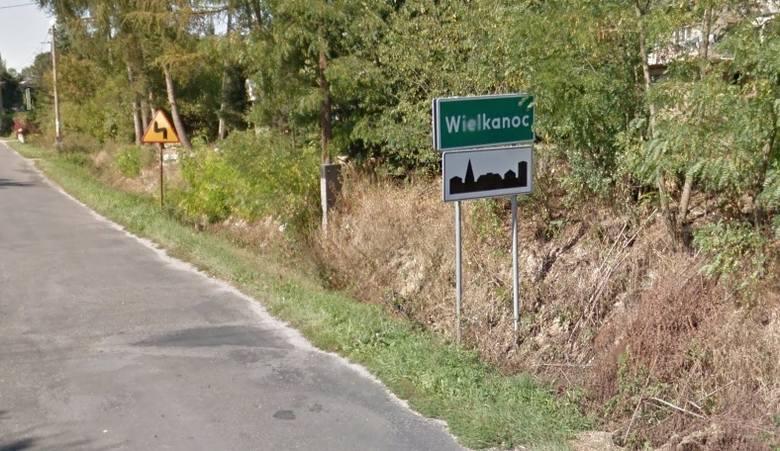 Wieś zajmuje 3,18 km kw.