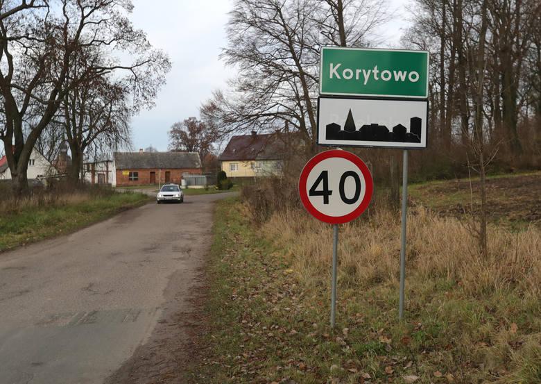 Doprowadzenie zatrzymanego do prokuratury w Choszcznie.