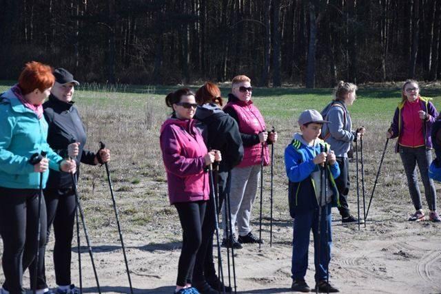 Aby zajęcia mogły się odbywać każde sołectwo zostało wyposażone w odpowiedni sprzęt. Zostały zakupione m.in. kije do nordic walking i maty do ćwiczeń.