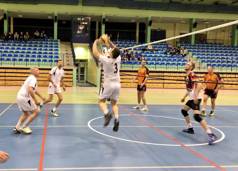 Awans do drugiej rundy eliminacji  w piłce siatkowej mężczyzn wywalczyło 18 drużyn z regionu, w tym reprezentanci Nakła. O dobrym występie siatkarzy