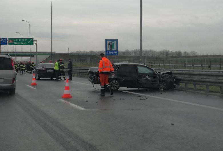 Do zdarzenia doszło w środę na autostradzie A4 w pobliżu węzła Jarosław Zachód.- Kierujący toyotą, 36-letni mieszkaniec pow. przemyskiego nie dostosował