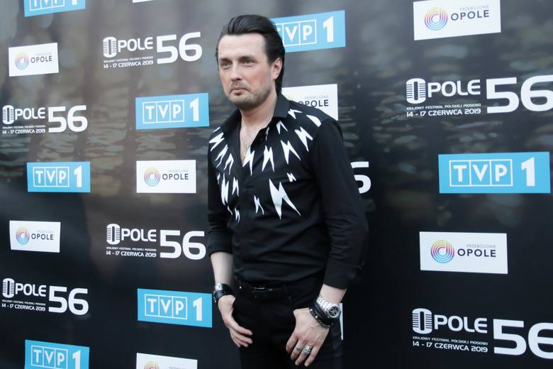 Piotr Cugowski pochodzi z rodziny o muzycznych tradycjach, jest synem Krzysztofa Cugowskiego. Mąż Elizy, ojciec Piotra