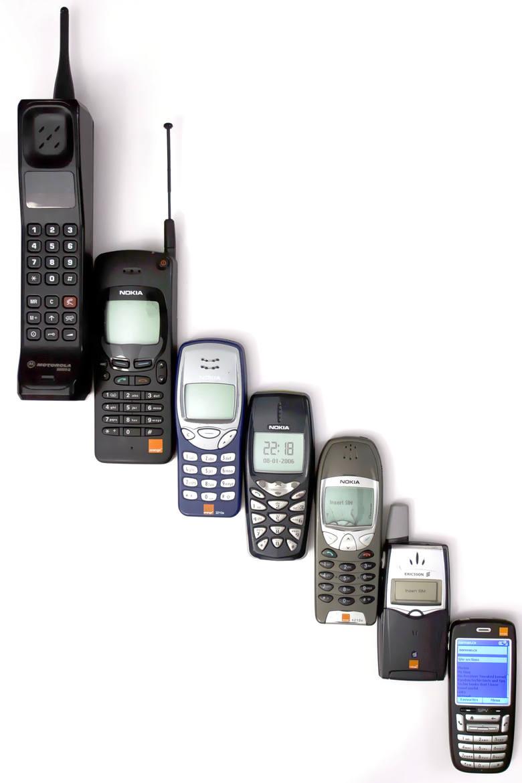 Ewolucja telefonów komórkowych do wczesnego smartfona. Od lewej: Motorola 8900X-2, Nokia 2146 orange 5.1, Nokia 3210, Nokia 3510, Nokia 6210, Ericsson