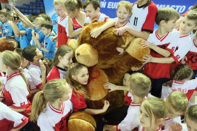 Szkoła Podstawowa nr 28 po raz piąty z rzędu najlepsza w Toruniu w sportowej rywalizacji uczniów szkół podstawowych i będzie reprezentować miasto w finale
