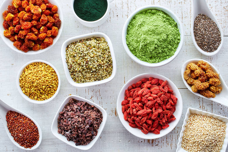 Superfoods, a po polsku superżywność, to produkty wyjątkowo bogate w cenne składniki odżywcze, a dzięki temu uznawane za szczególne ważne dla zdrowia