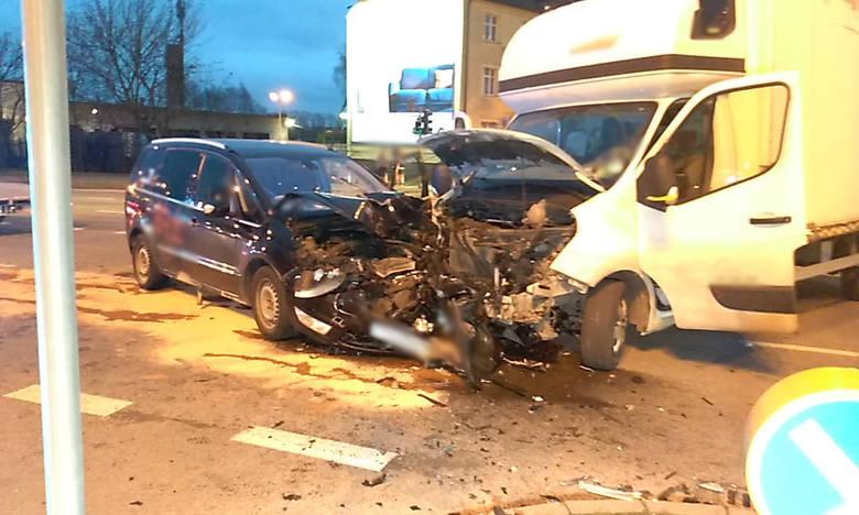 W sobotę ok. godz. 15.30  na skrzyżowaniu  ul. Sobieskiego i Szczecińskiej  w Słupsku doszło do groźnie wyglądającego zdarzenia drogowego.Jak ustalili