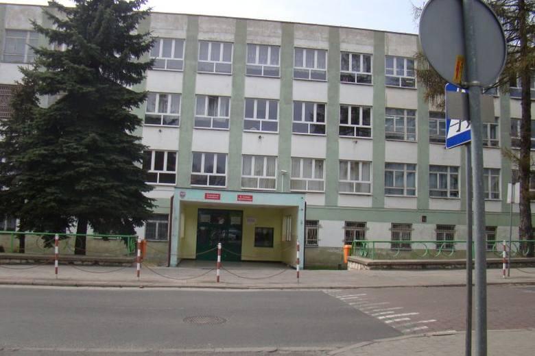KIedy zakońćzy się remont szkoły, przy Wałowej powstanie noclegownia