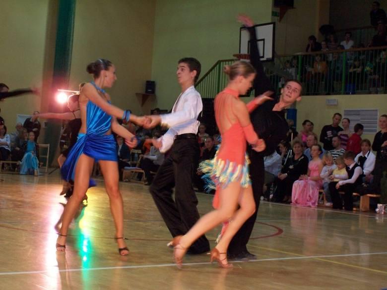 130 par wzielo udzial w II Mikolajkowym Turnieju Tanca w Dobrodzieniu.