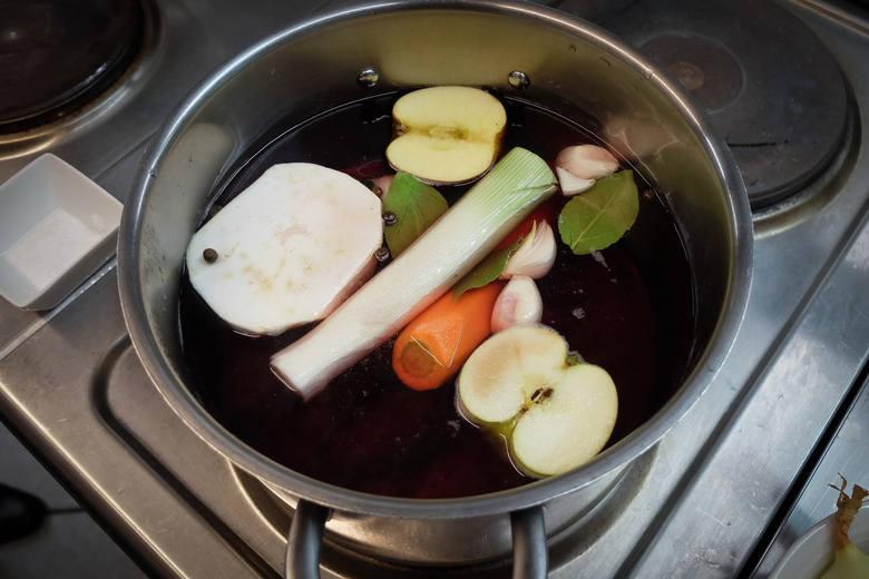 Od Kuchni - wigilijny barszcz czerwony z uszkami