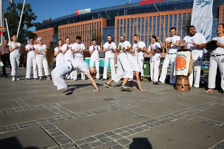 Kolejna seria bezpłatnych zajęć na bulwarach. Warsztaty śmiechu, taniec, joga, sztuki walki i inne
