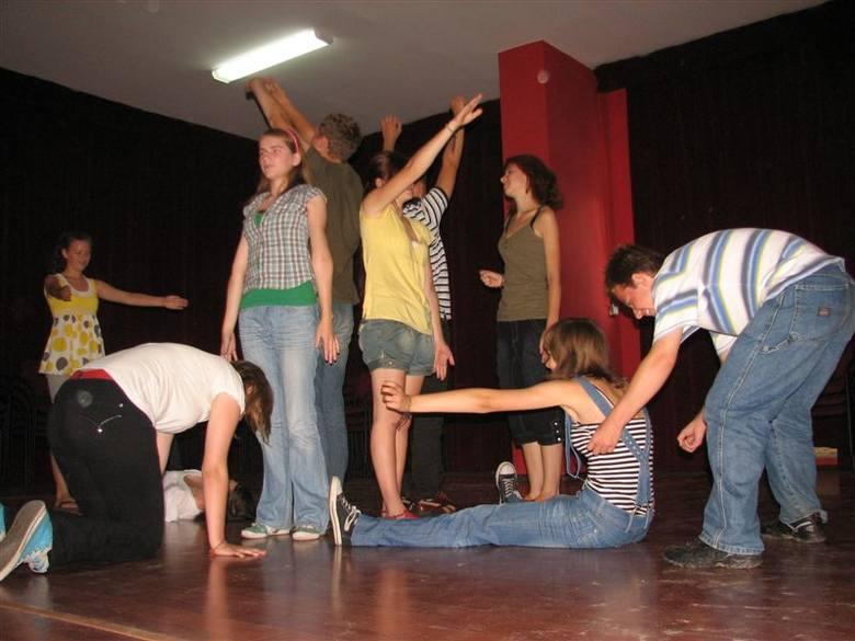 """Warsztaty teatralne w """"Oczku"""""""