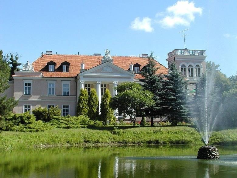 Ok. 85 km od Poznania i tyle samo od Wrocławia (powiat gostyniński) czeka świetnie utrzymany budynek z XIX w. o powierzchni aż 1400 m kw. W środku same