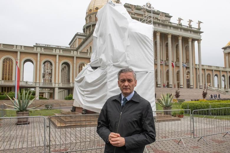 Mieszkańcy Lichenia mają żal do Roberta Biedronia. Ich zdaniem przyjechał do Lichenia, by robić sobie kampanię wyborczą. <br />