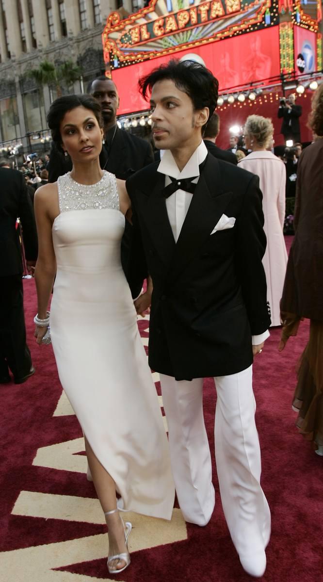 Prince z żoną Manuelą Testolini na 77. gali wręczenia Oscarów w 2005 r.