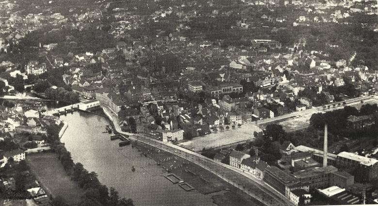 Zdjęcie z lotu ptaka fabryki Ericha Wolfa sprzed 1945 roku.
