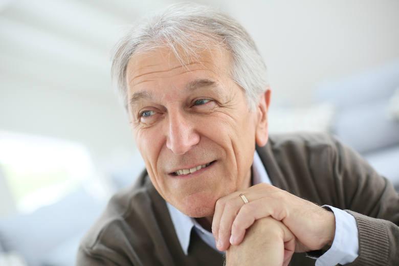 O wskaźnik 4,24 zwaloryzowane zostały emerytury. Co to oznacza dla emerytów i rencistów? Sprawdź w dalszej części galerii, ile emeryci dostają teraz