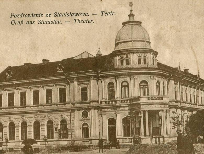 """Przedwojenny Stanisławów nazywano """"małym Lwowem"""". O jego uroku stanowiła zabudowa w barokowym stylu."""