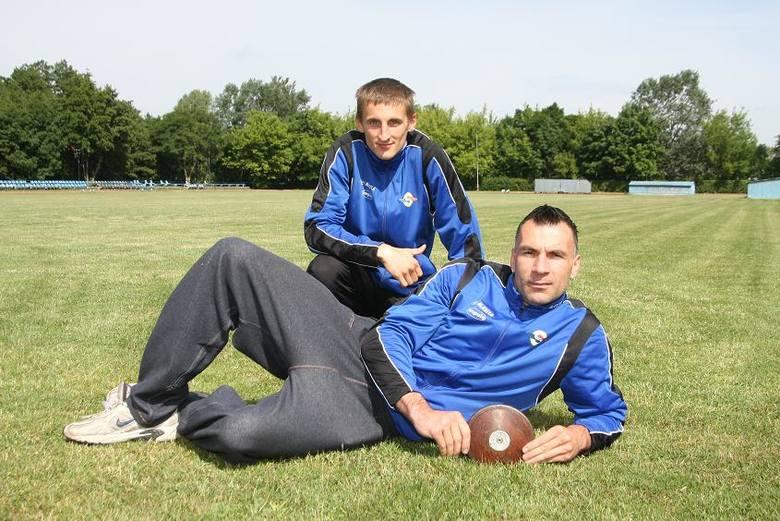 Tomasz Blatkiewicz (na pierwszym planie, z dyskiem) i Maciej Lepiato przywykli to trudnych, codziennych treningów. W nagrodę spodziewają się paraolimpijskich
