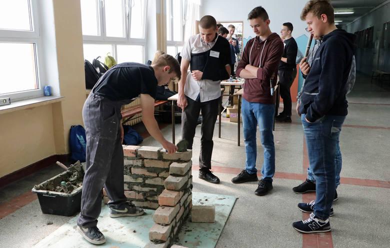 Tłumy gimnazjalistów przewinęło się przez Zespół Szkół Budowlanych i Plastycznych w Grudziądzu. Każdy szukał kierunku kształcenia odpowiedniego do zainteresowań.