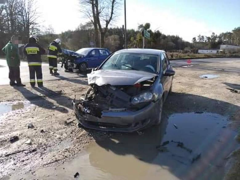 W sobotę rano doszło do czołowego zderzenia dwóch samochodów osobowych w Nekli pod Bydgoszczą (gmina Dobrcz). Auta zderzyły się na trasie Nekla-Kotomierz.