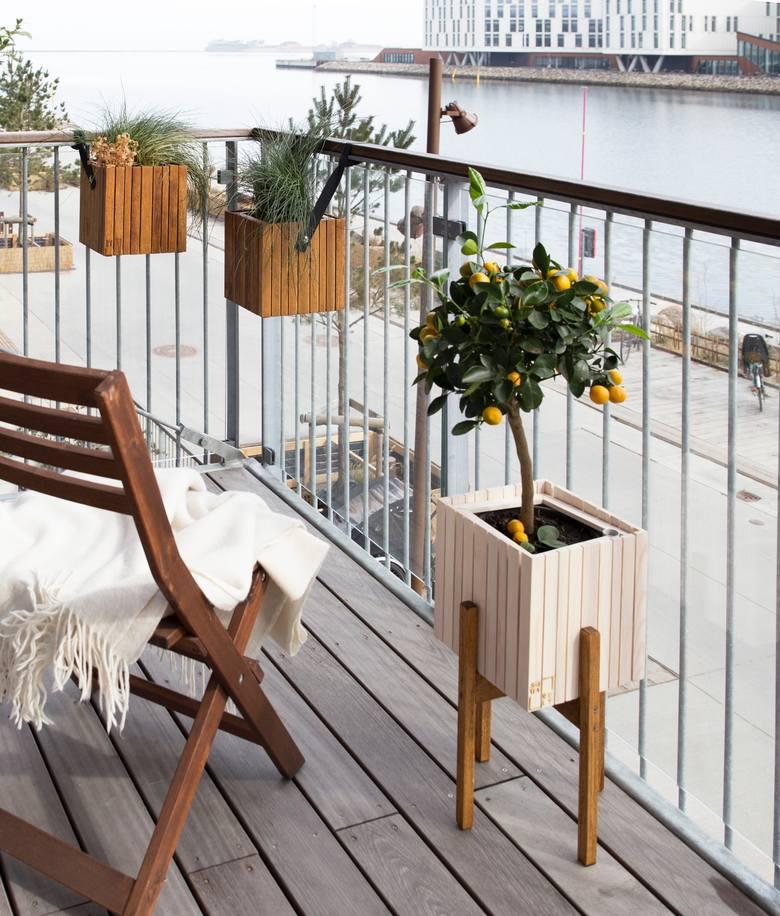 Balkon w bloku nie musi być składzikiem rzeczy niepotrzebnych lub tych, które z pewnością kiedyś się przydadzą. To przestrzeń niewykorzystana przez wielu