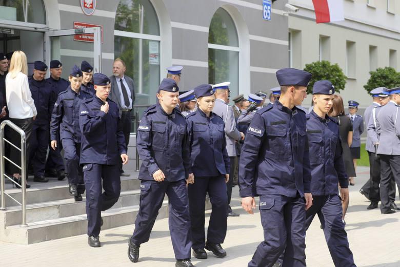 Białystok. Blisko 50 nowych funkcjonariuszy złożyło przyrzeczenie i wstąpiło w szeregi podlaskiej policji [ZDJĘCIA]