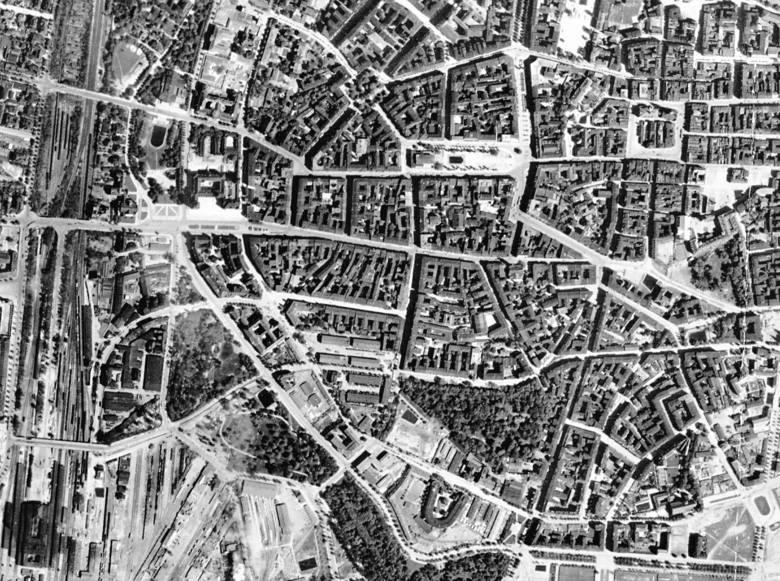 10 miesięcy przed nadejściem frontu Poznań został zbombardowany. To był największy nalot, jaki dotknął miasto w czasie II wojny światowej.  Widać efekty?