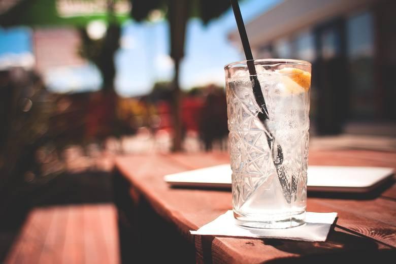Charakterystycznym oddziaływaniem alkoholu na organizm człowieka, jest spowolnienie przepływu impulsów nerwowych, co przekłada się na tłumienie czynności
