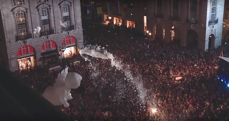 """Francuska grupa Gratte Ciel wystąpi na Rynku Staromiejskim z okazji 20. rocznicy wpisania Torunia na Listę Światowego Dziedzictwa UNESCO. Spektakl """"Plac"""