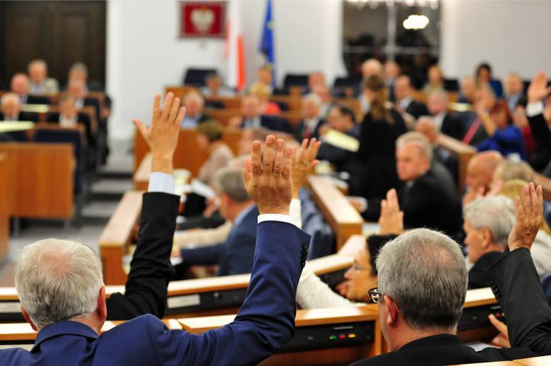 Robert Dowhan, Władysław Komarnicki i Wadim Tyszkiewicz - to senatorowie, którzy reprezentują ziemię lubuską w wyższej izbie parlamentu. Sprawdziliśmy