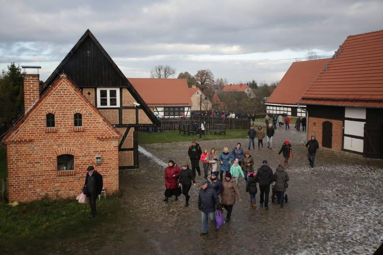 W Muzeum Kultury Ludowej Pomorza w Swołowie już po raz dziewiąty odbywa się święto gęsiny. Podczas imprezy w dniach 11, 12, 13 listopada (piątek, sobota,