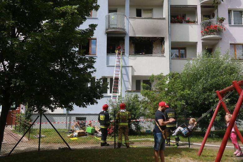 Wrocław: Pożar w bloku przy Ślicznej. Zapalił się balkon