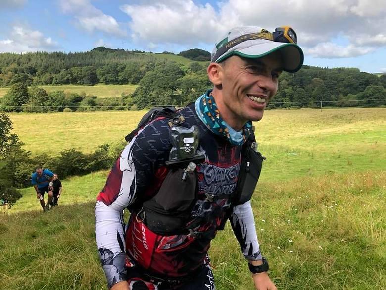 Poznański ultramaratończyk w Szkocji pokonał ponad 350 km. To kolejny niesamowity wyczyn Artura Kujawińskiego