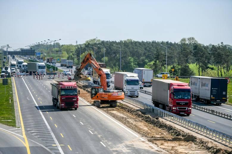 Według harmonogramu, trzy pasy ruchu w każdym kierunku zostaną oddane kierowcom do użytku już do końca 2019 roku.