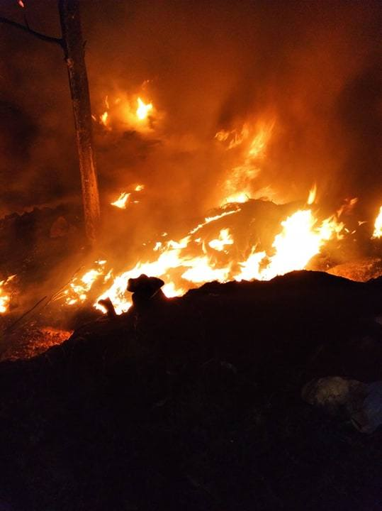Słupia Konecka. Seria pożarów dzikiego wysypiska śmieci. Zobacz zdjęcia z akcji gaśniczych