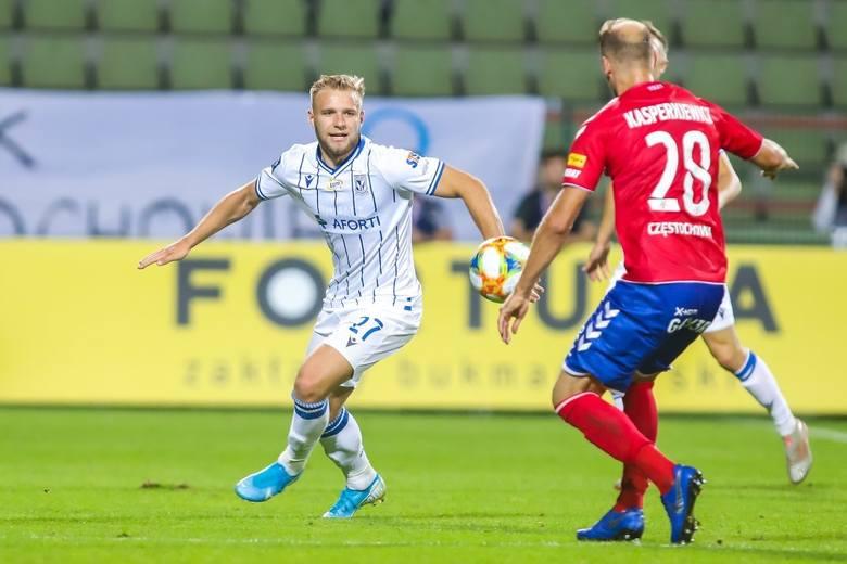 Lech Poznań po dwóch meczach bez zwycięstwa wygrał w Bełchatowie z Rakowem. Dużo nie brakowało, a przez błędy sędziowskie Kolejorz nie przywiózłby trzech