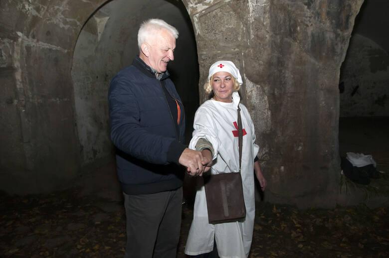 """Nocne zwiedzanie fortu I Twierdzy Przemyśl """"Salis Soglio""""."""
