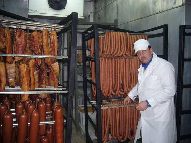 Stanisław Jakubiec, kierownik masarni RSP Zagroda: - Dla nas największym wyróżnieniem jest to, że w sobotę w sklepie w Krasnymstawie stoi przez pół godziny