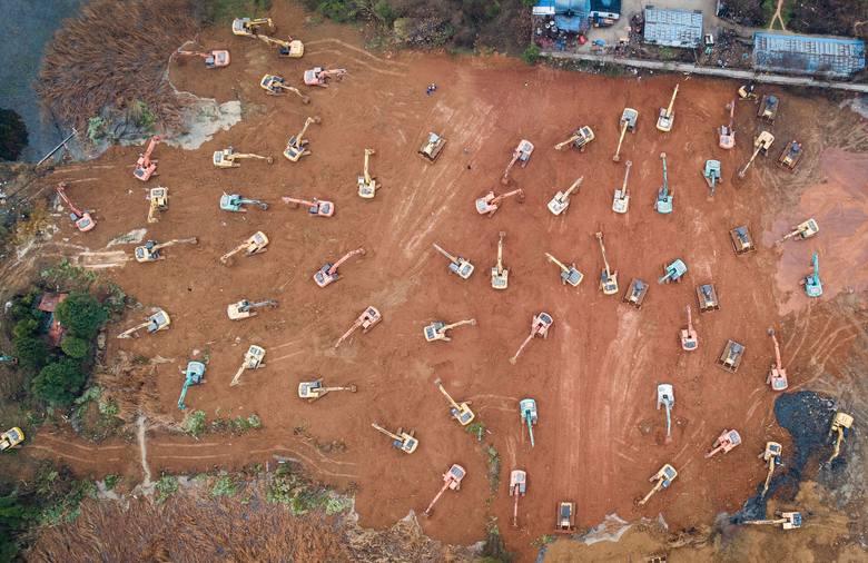 Plac budowy specjalnego szpitala w Wuhan, który ma powstać w ciągu sześciu dni