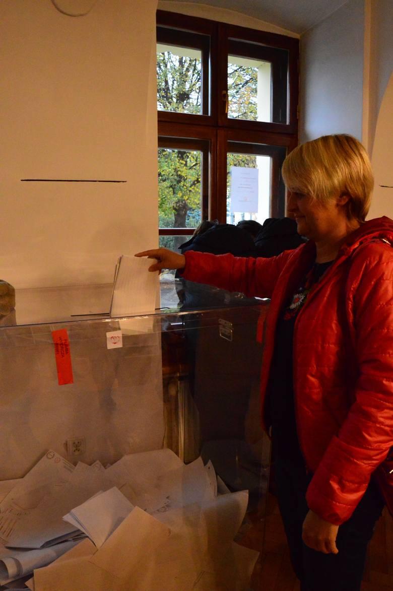 Wybory samorządowe 2018. Myśleniczanie przy urnach wyborczych [ZDJĘCIA]