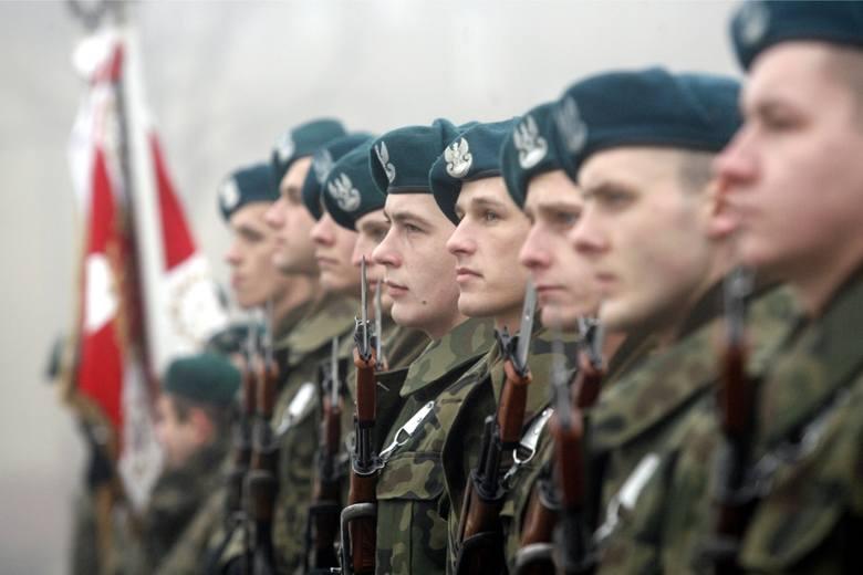 Czy opłaca się być żołnierzem? Sprawdź, ile zarabiają żołnierze zawodowi po podwyżkach w 2019 roku. Najwięcej zyskali szeregowi. Przedstawiamy stawki