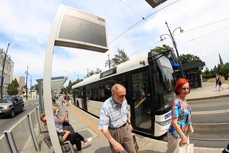 Komunikacja miejska w Toruniu będzie w najbliższych dniach inaczej funkcjonowała. Sprawdźcie jakie zmiany czekają pasażerów. SZCZEGÓŁY NA KOLEJNYCH STRONACH