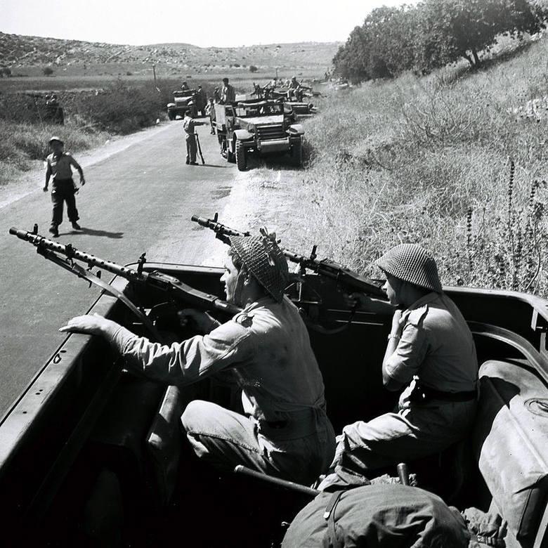 Izraelscy żołnierze z karabinami maszynowi MG 34
