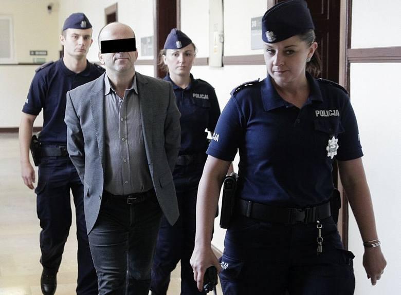 """Na 10 lat więzienia został skazany były ksiądz, 52-letni Roman K., eks poseł Ruchu Palikota i redaktor naczelny tygodnika antyklerykalnego """"Fakty i Mity""""."""