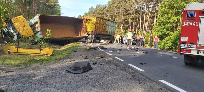 Śmiertelny wypadek na trasie Zielona Góra - Nowogród Bobrzański. Trasa jest zablokowana