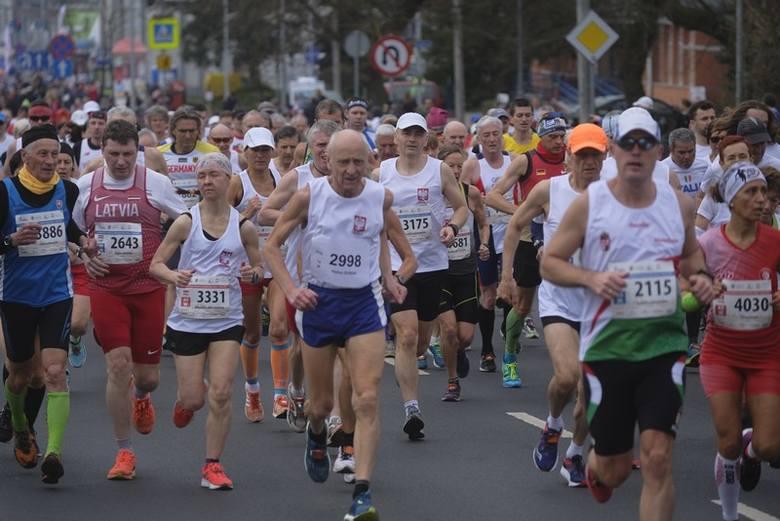 Sobota jest ostatnim dniem halowych mistrzostw świata mastersów w lekkiej atletyce. Na ulicach Torunia odbył się półmaraton, który zgromadził na starcie