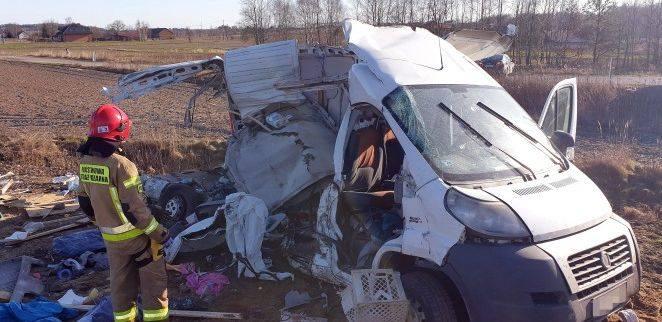 Dwie osoby zostały ciężko ranne w wypadku, do jakiego doszło w piątek, 7 lutego na niestrzeżonym przejeździe kolejowym w Antoniówce koło Zaklikowa (powiat