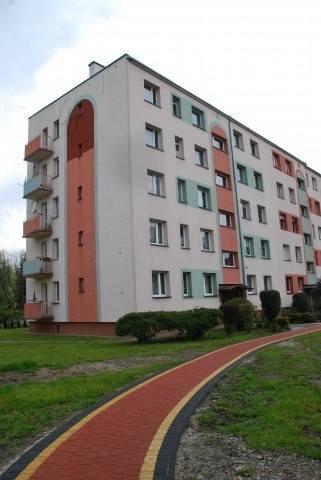 Mieszkanie znajduje się na drugim piętrze i ma powierzchnię blisko 28 metrów kw.Lokal składa się z: pokoju, kuchni, łazienki z wc, przedpokoju. Do lokalu