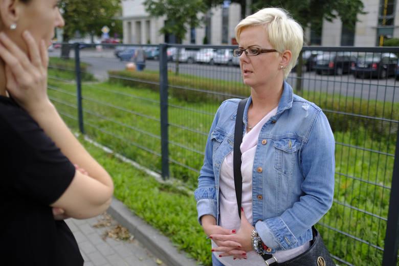 Monika Marciniak nie jest w stanie dziś uwierzyć w szczery żal nastolatek, które zaatakowały jej córkę na starówce. Pokazuje internetowe dialogi.