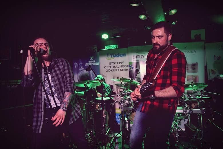 """Bartosz """"Iwiś"""" Iwicki, zespół Bastard Brothers: Wygląda na to, że jesteśmy """"modelowym zespołem rockowym. Grupa współpracuje z KAYAX-em"""